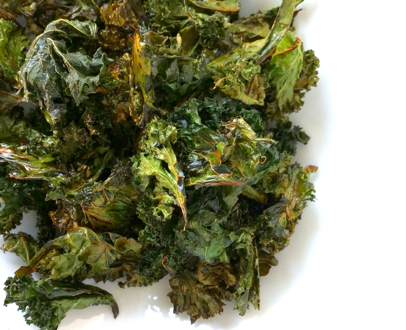 crispy salty baked kale chips recipe (paleo, gluten and grain free!)