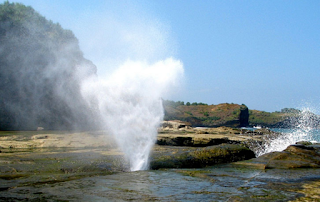 air mancur alami pantai klayar