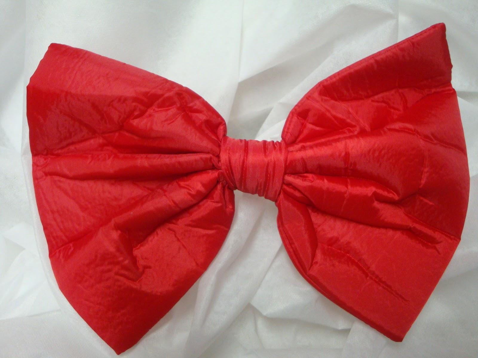Roupa de palhaço - macacão e boina  Gravatas borboleta tamanho 27x18 1f882cf7e9b