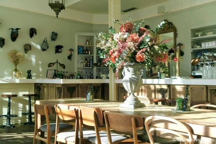 El Perro y La Galleta マドリードのカフェの朝の店内