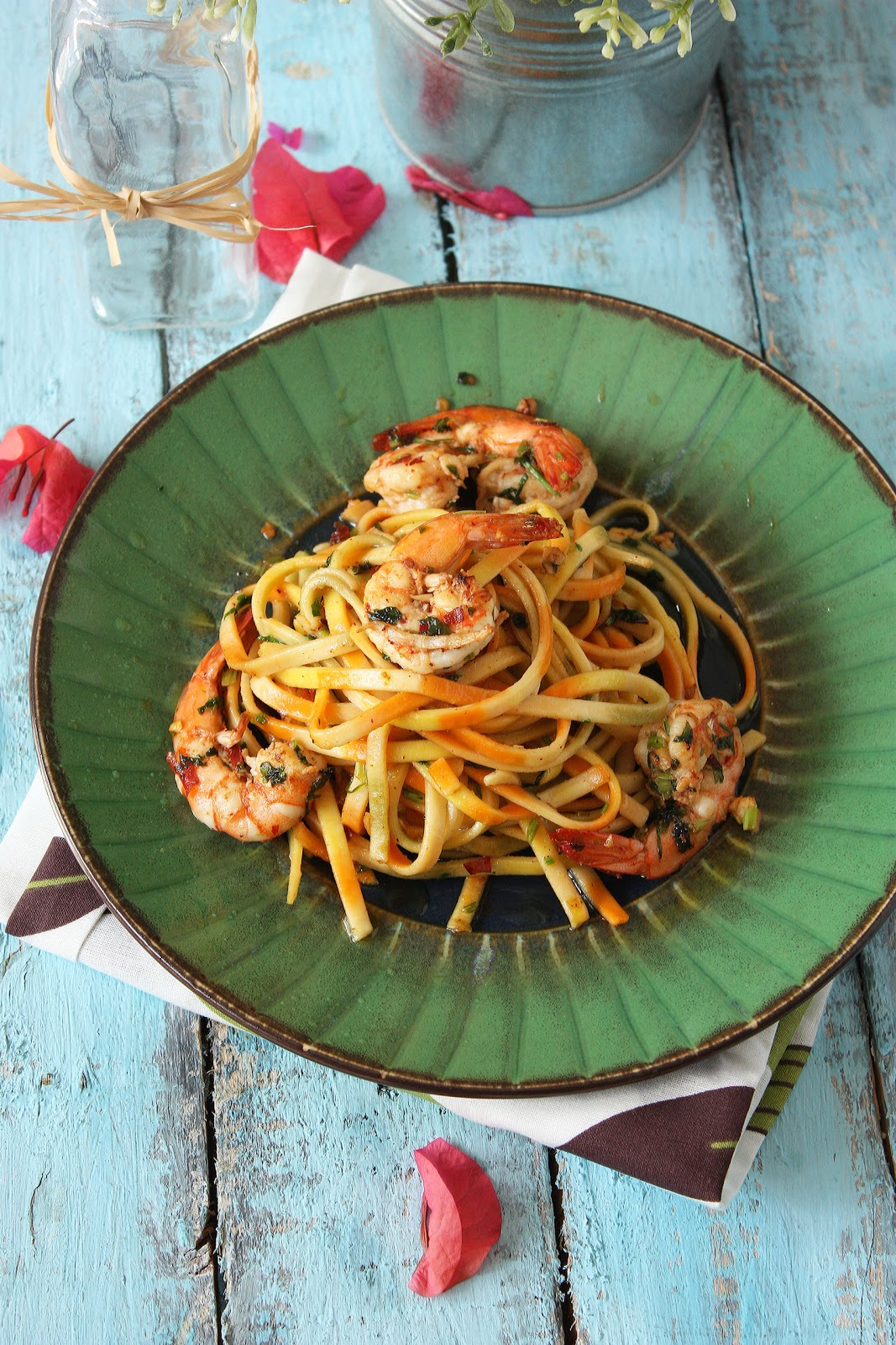 Cherry on a Cake: RACHAEL RAY'S AGLIO OLIO (GARLIC & OIL) WITH SPICY SHRIMPS & SWEET PRESENTS