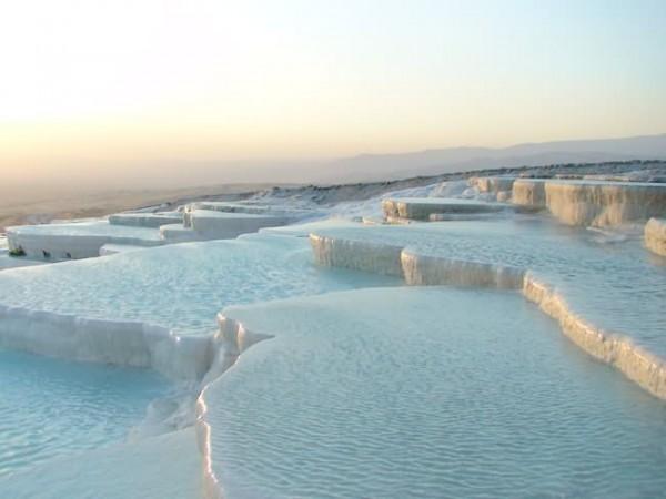 أماكن ساحرة نحتتها الطبيعة Pamukkale-Turkey-600