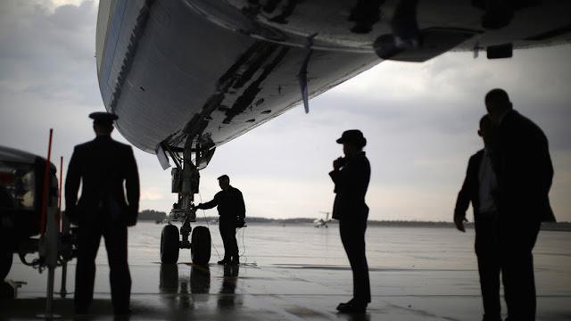 """Pentágono gasta millones de dólares en hacer más """"elegantes"""" dos aviones de apoyo del Air Force One"""