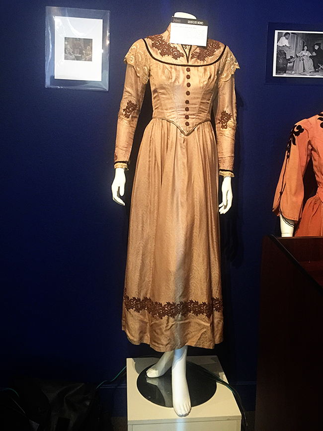 Hollywood Auction dress Barbara Stanwyck