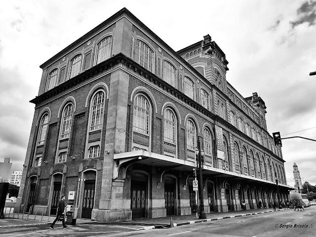 Vista ampla da fachada da Estação Pinacoteca - Santa Ifigênia - São Paulo