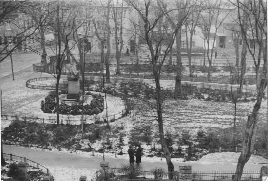 """heutiger Beauner-Platz, Die """"Germania"""" - Kriegerdenkmal von 1870/71, Quelle Stadtarchiv Bensheim / Bereich-Beauner-Platz / lfd.No. 0002.jpg"""