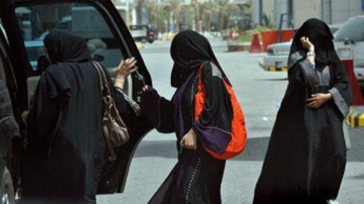 مدربات من أمريكا وكندا وبريطانيا يدربن السعوديات على قيادة السيارات