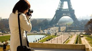 traveling pasti membawa kamera