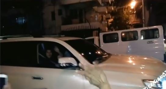 Angel Locsin Rolls Down Her Car Window Just To Say Hi To Her Fans