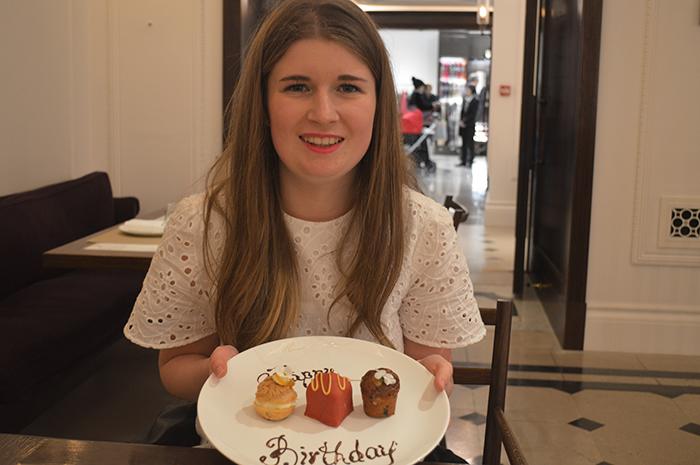thomas cafe burberry bloggers