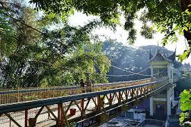 Hasil gambar untuk limpapeh bridge