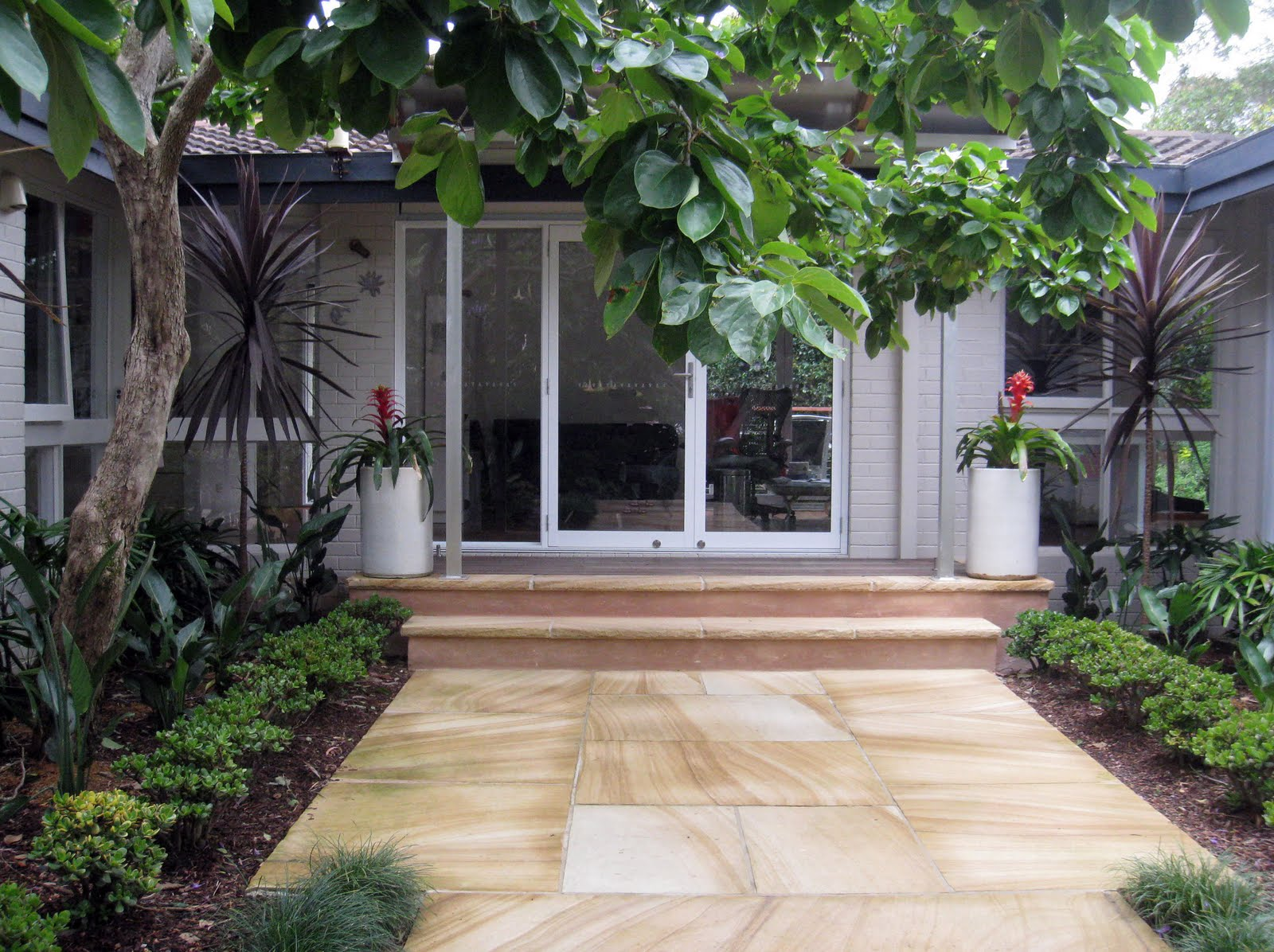 House Of Landscaping Ideas For Front Entrance Garden Design Of