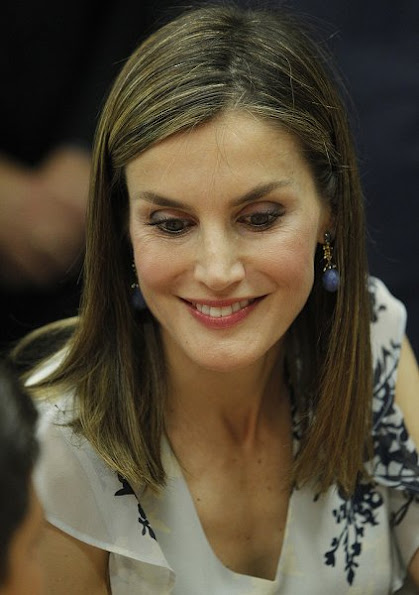 Queen Letizia attended the opening of 2016-2017 scholarship course at 'Gines Morata' school in Almeria. Hugo Boss shirt, blouse, trouser