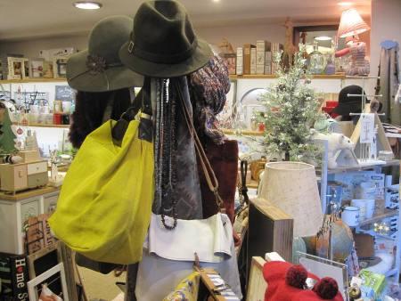 Bolsos, sombreros, collares, fulares y bufandas.