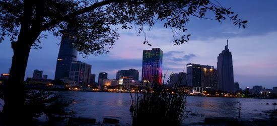 Sài-Gòn hơi thở đêm