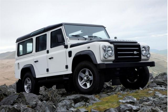 https://3.bp.blogspot.com/-lv3UKh3_LW8/ULynG89tL2I/AAAAAAAAFdM/wWjnnjtJ-_I/s1600/2013+Land+Rover+Defender+3.jpg