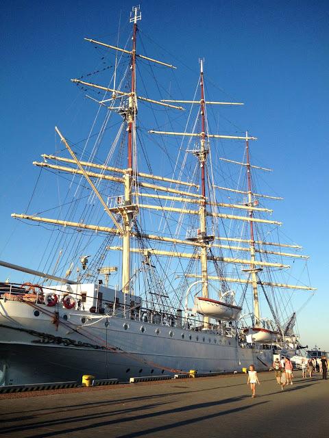 Dar Pomorza na skwerze w Gdyni