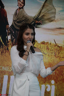 Anushka Sharma with Diljit Dosanjh at Press Meet For Their Movie Phillauri 062.JPG