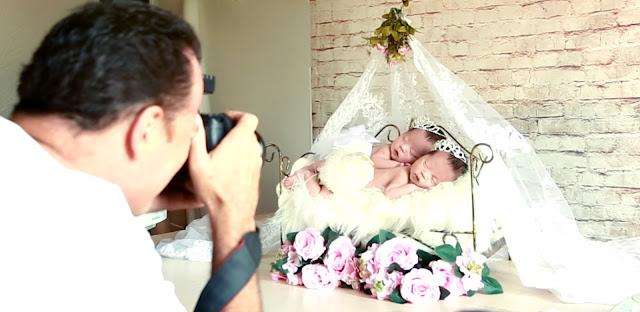 Fotografo Roni Sanches fotografando sessão de bebês recém-nascido