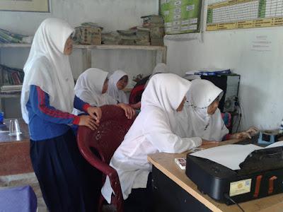 Praktik Komputer Siswa Mts Miftahussalam