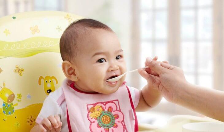 Mengetahui Pentingnya Pemberian MPASI pada Bayi
