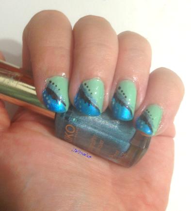 tinklesmakeup wavy blue nail art