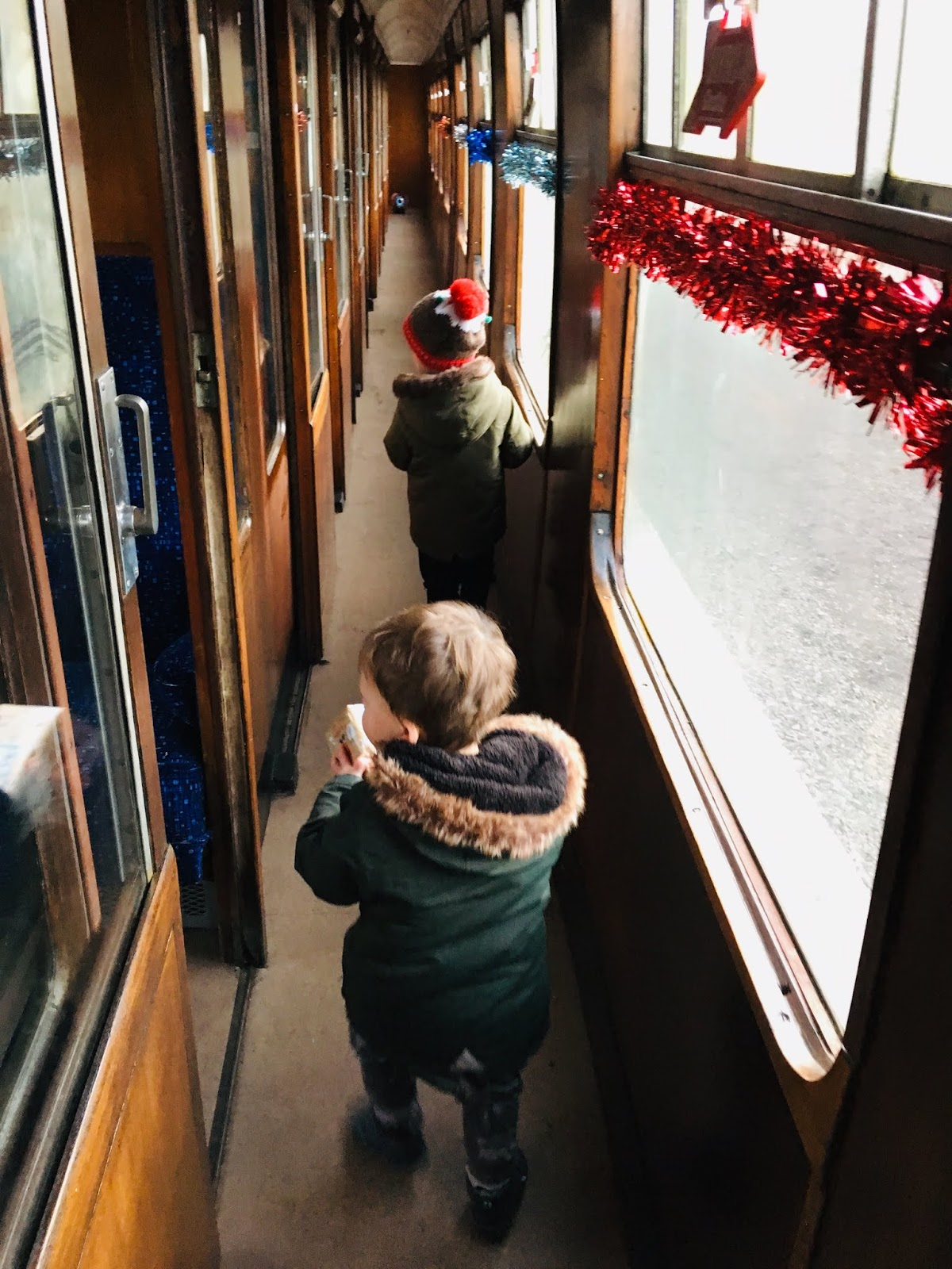 Aln Valley Railway Santa Specials Train Review - train carriages
