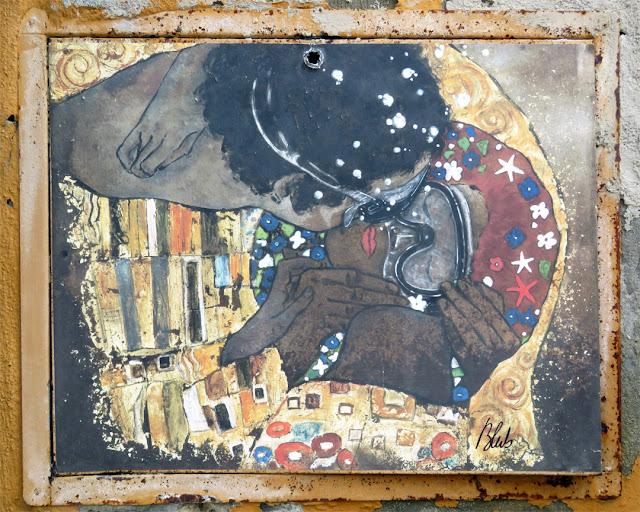 The Kiss by Gustav Klimt, according to Blub, Scali del Refugio, Livorno