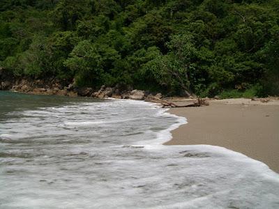 Pesona Pantai Nanggelan