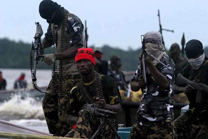 Niger Delta Avengers reportedly destroys Shell oil pipeline in Delta