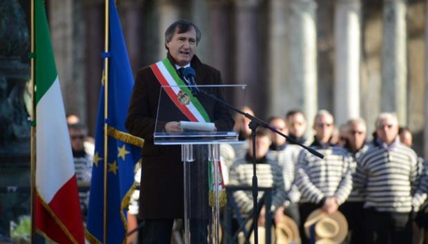 Wali Kota Venesia Perintahkan Polisi Tembak Mati Siapa Saja yang Teriak Allahu Akbar
