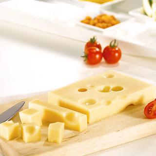 Pourquoi y a-t-il des trous dans le fromage ?