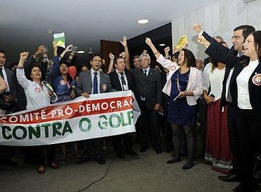 Deputados e senadores lançam frente parlamentar contrária ao impeachment