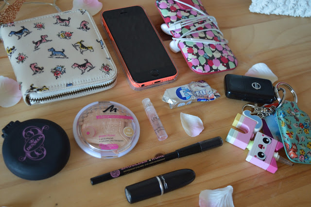 Inside my Bag Cath Kidston iPhone 5c Apple MAC