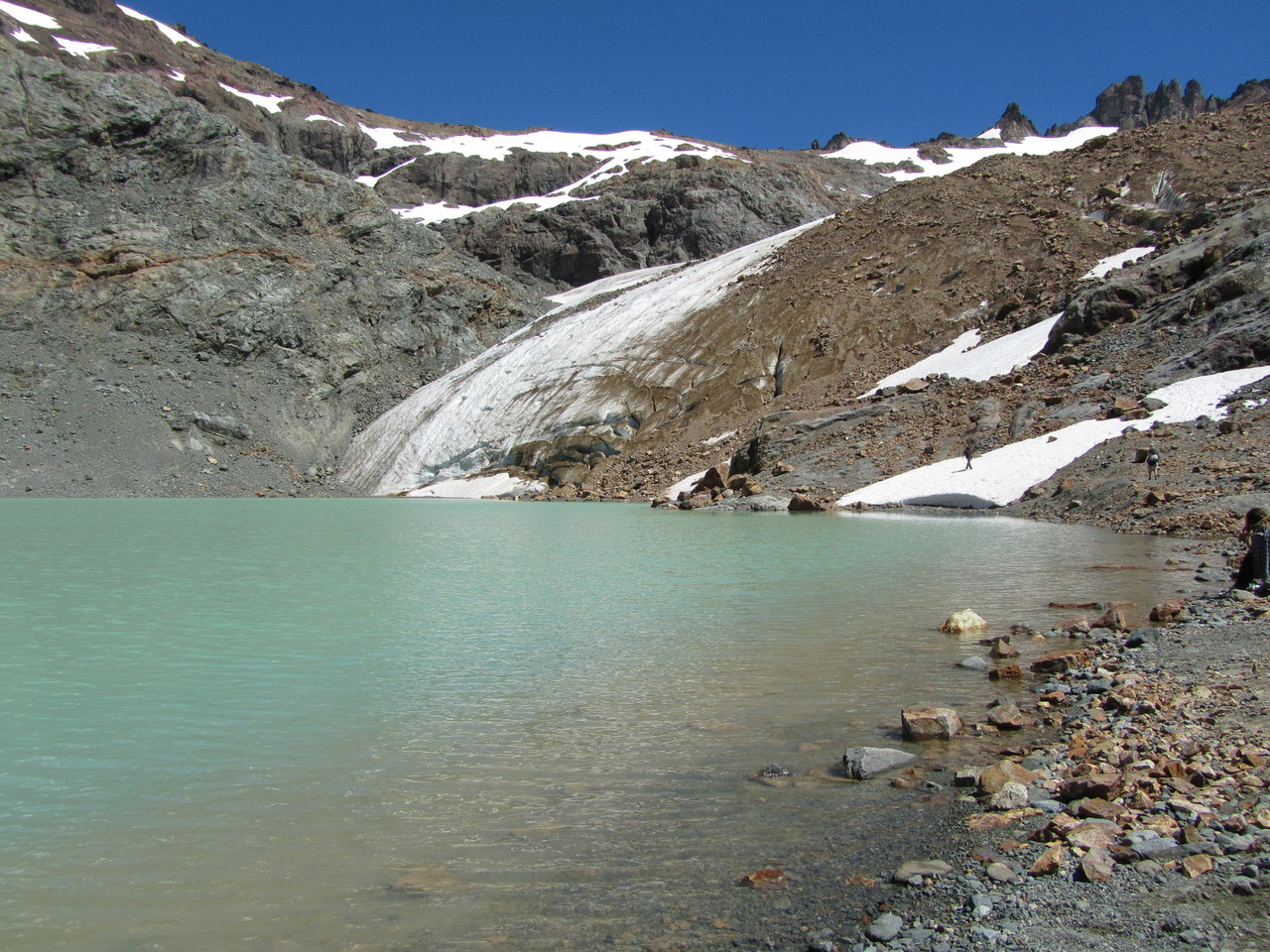 The shelter Ice Blue is located in one of the most beautiful spots in the region. | Argentina Photo Gallery