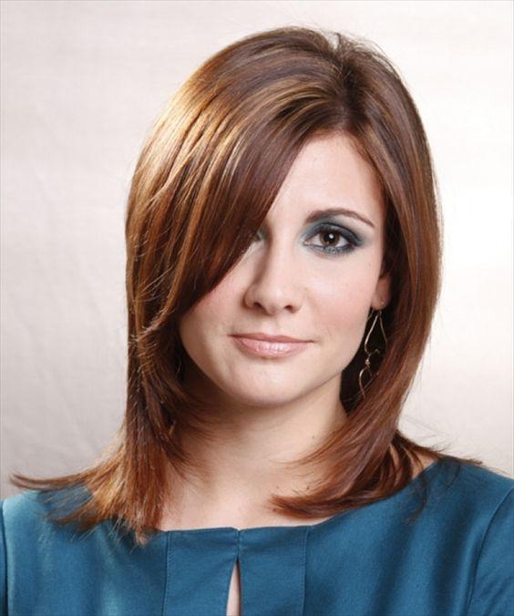 Model rambut untuk wajah bulat berikutnya adalah mempadukan gaya shaggy  anda dengan efek layer pada rambut sebahu yang anda miliki. Efek layer pada  potongan ... a071cb23ed