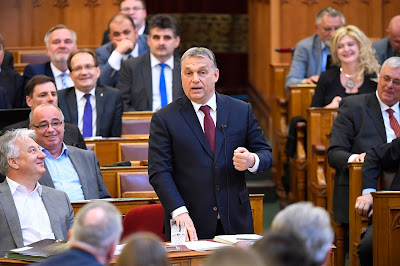 illiberális demokrácia, Orbán Viktor, Guardian, Tibor Fisher, Magyarország, CEU, Soros György, sajtószabadság,