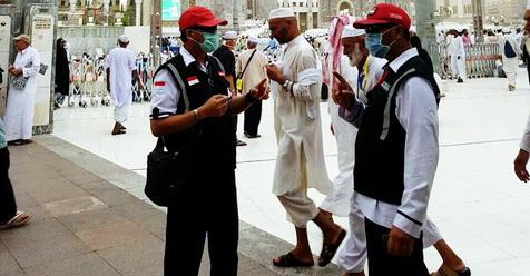 Makkah Digoyang Angin Kencang, Pedagang Pontang Panting Menyelamatkan Barang Dagangannya