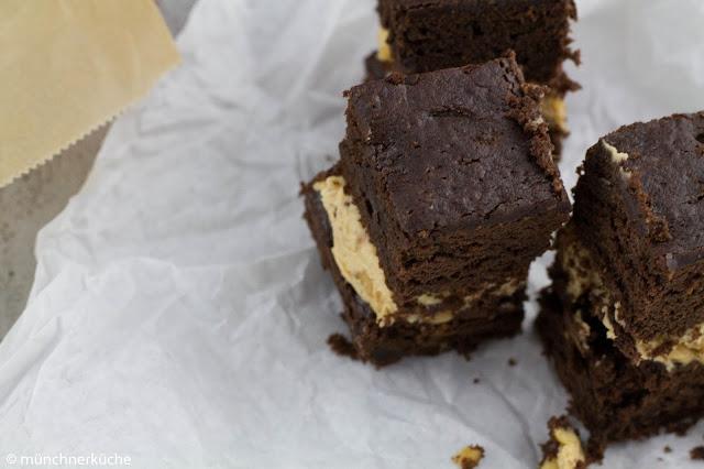 Leckere schokoladige Erdnussbutter Schnitten