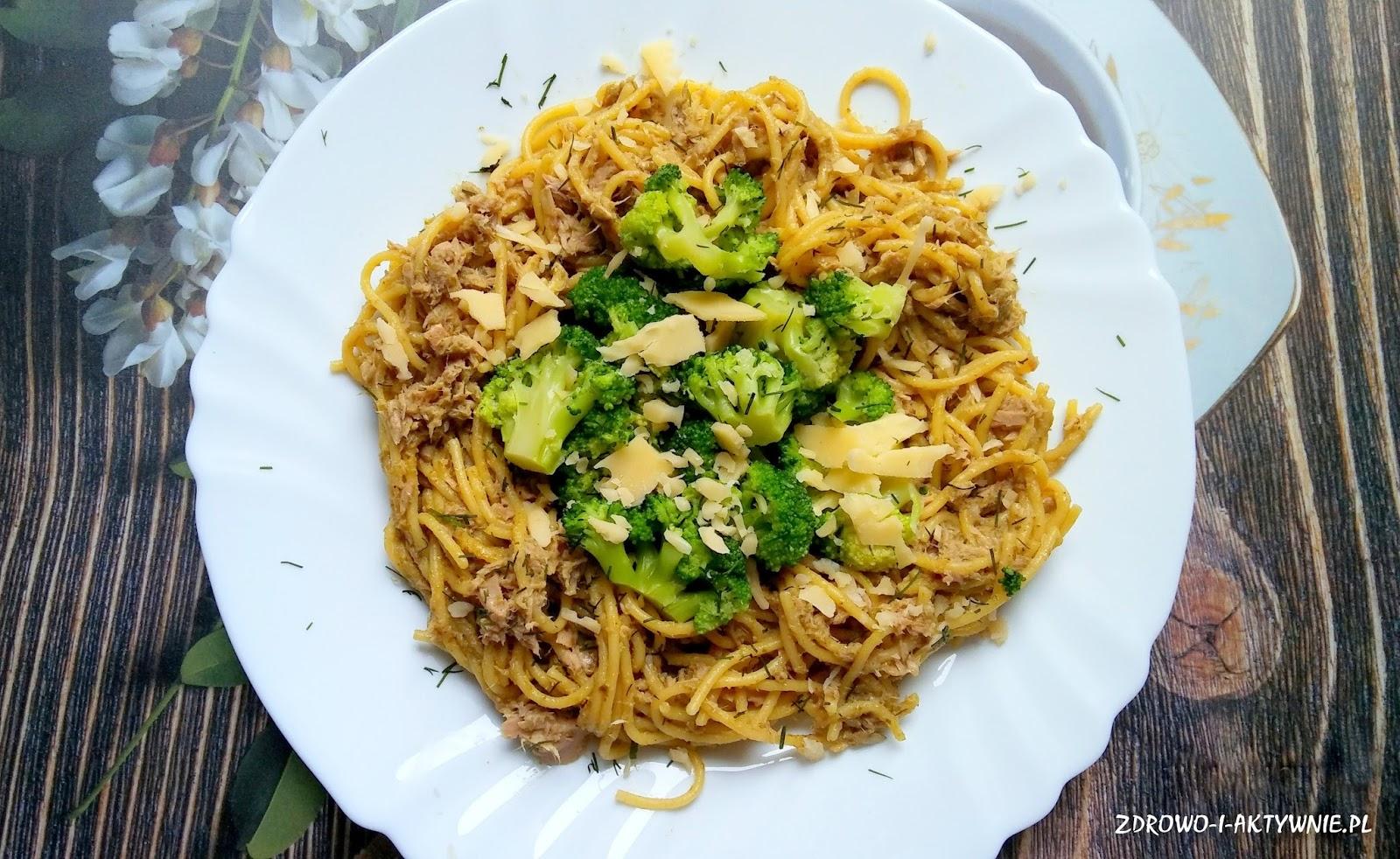 Spaghetti w pesto z tuńczykiem i brokułami