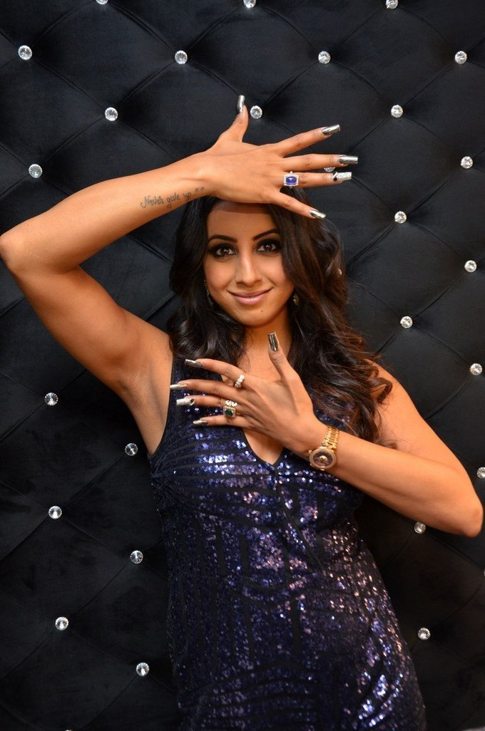 Sanjjanaa Hot Arm Pits Show At Mirrors Luxury Salons Launch