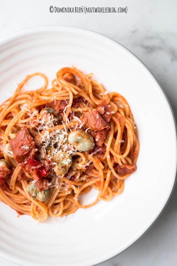 pasta, makaron, pomidory, szynka, bób