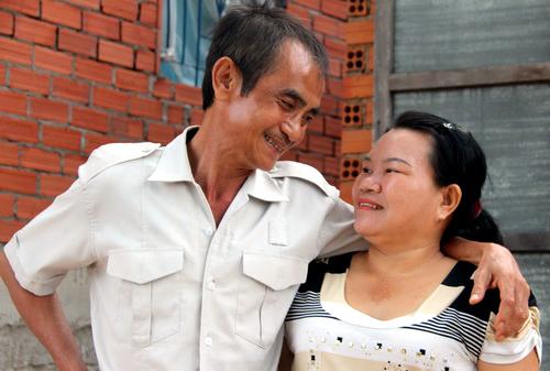 Vợ chồng ông Huỳnh Văn Nén trong ngày đoàn tụ