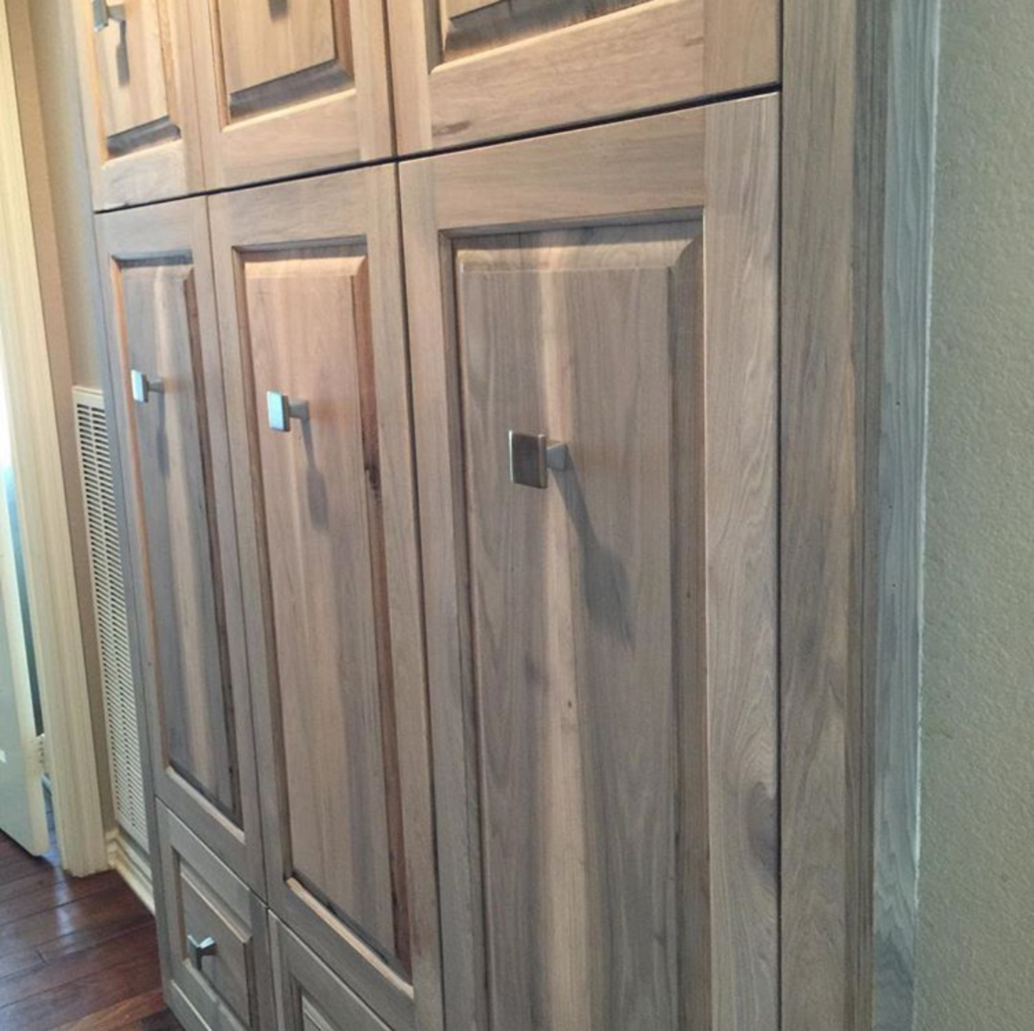 Kitchen Cabinets Two Colors From Gardners 2 Bergers Diy Weathered Hickory Cabinets
