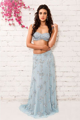 Natasha Dalal Looking Beautiful In Modern Style promising Indian Lehenga. Just to remind all of you Natasha Dalal is Indian Model and very close friend of Bollywood Superstar Varun Dhawan.