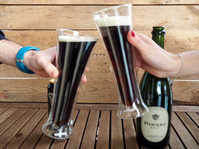 Black velvet, cóctel a base de cerveza negra Guinness y vino espumoso, por ejemplo un cava brut.