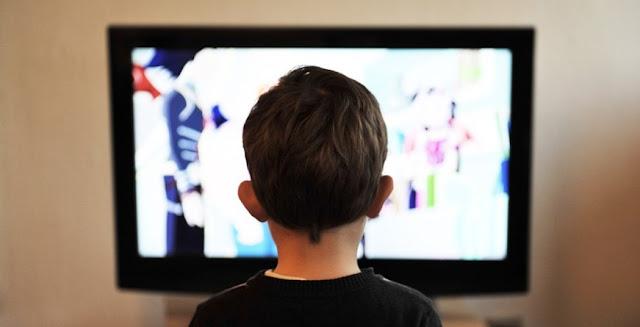 televisi layar datar, anak kecil