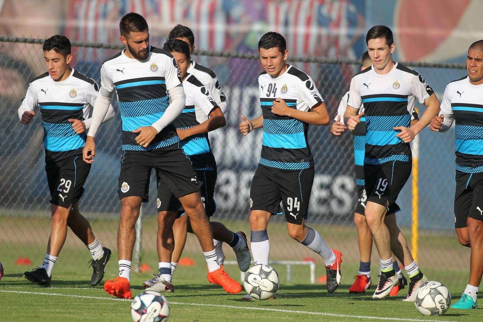Chivas regresó este lunes a los trabajos.