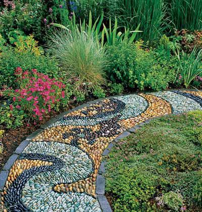 LA FOTO DEL DIA pebble mosaic in a Washington state garden 3