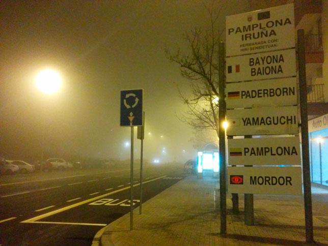 Una rotonda, señal inequívoca de que estás entrando en la tenebrosa Pamplona